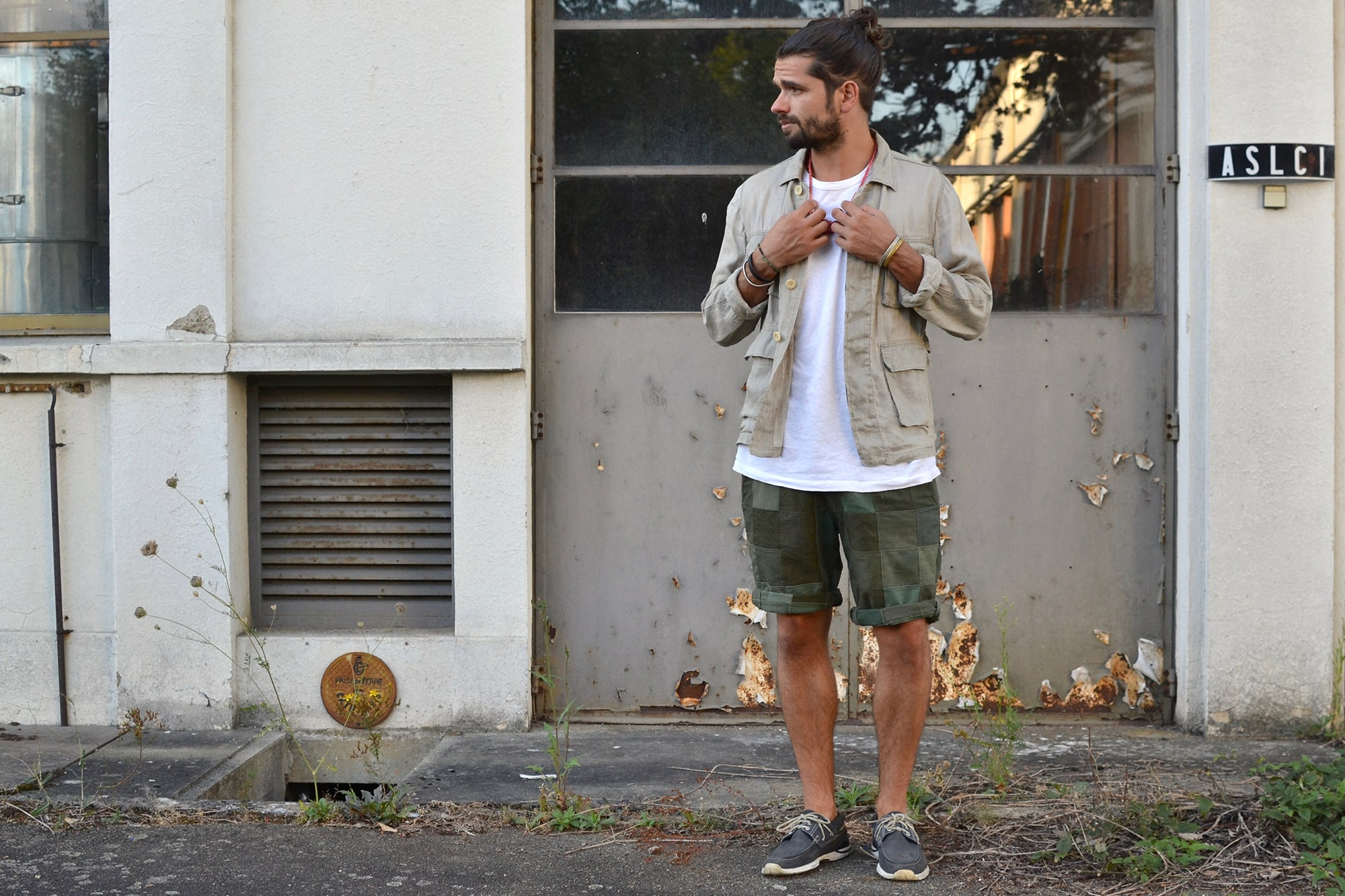 Visvim kilgore linen jacket and hockney shoes - Jinji bandana necklace - tap tee- Overlord Brand olive patchwork short - Converse CT70 all star sneakers (20)