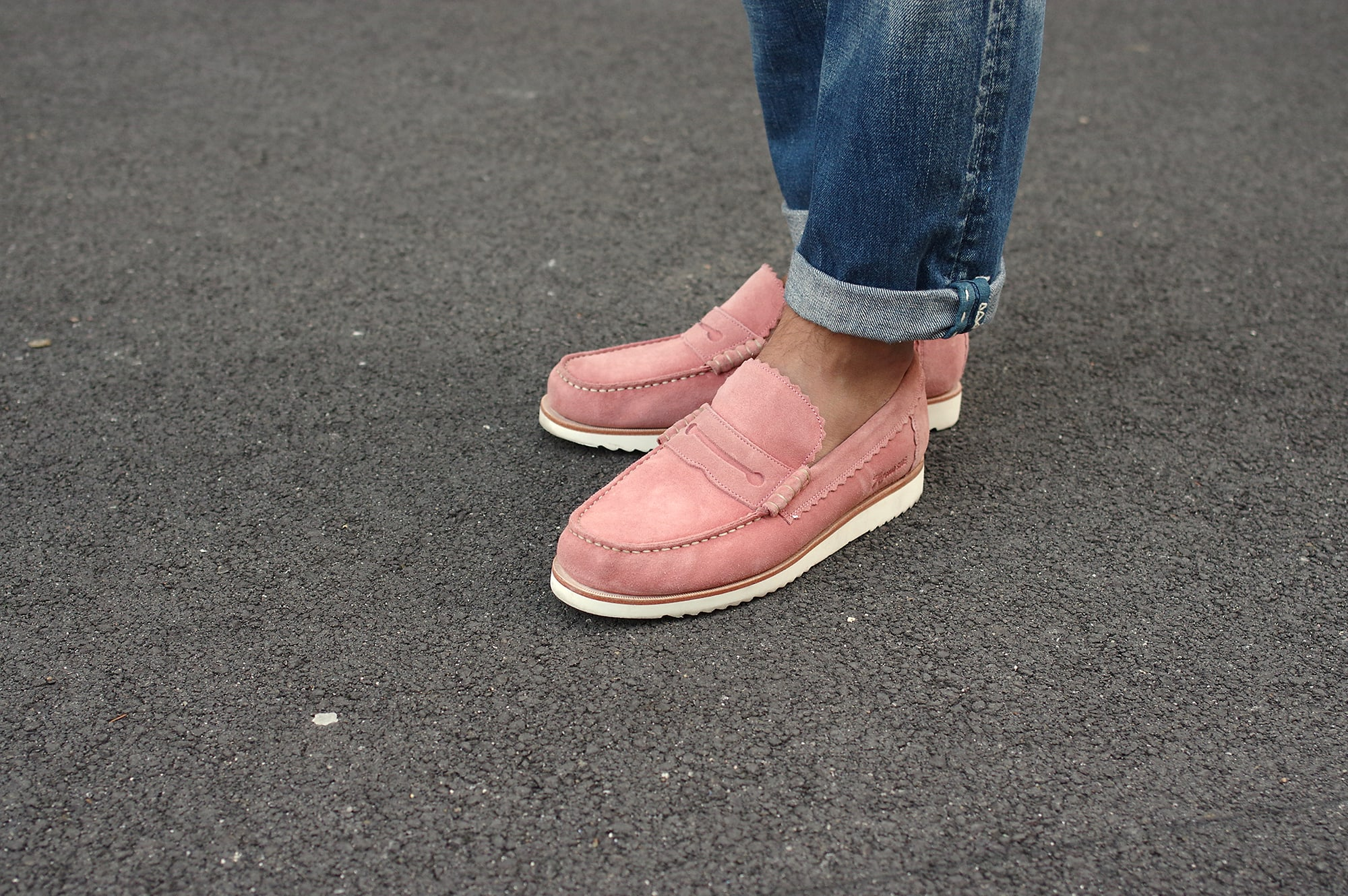 tenue street heritage / workwear construite autour d'une caf jacket Visvim et une paire de Grenson Ashley pink loafers venant de l outlet