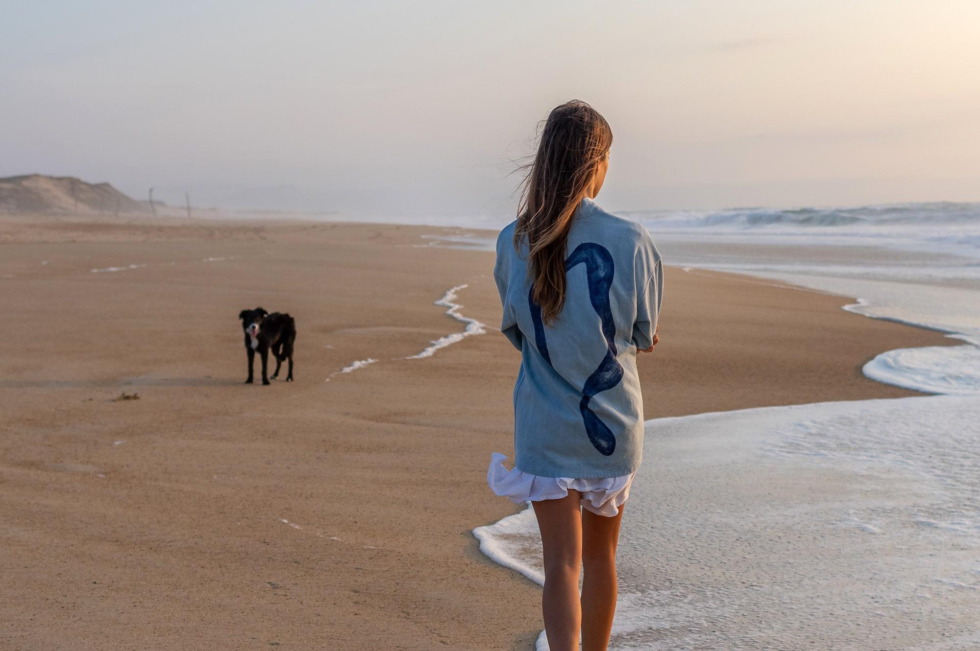 une noragi BORALI portée pou une femme Laurehvk dans les dunes landaises