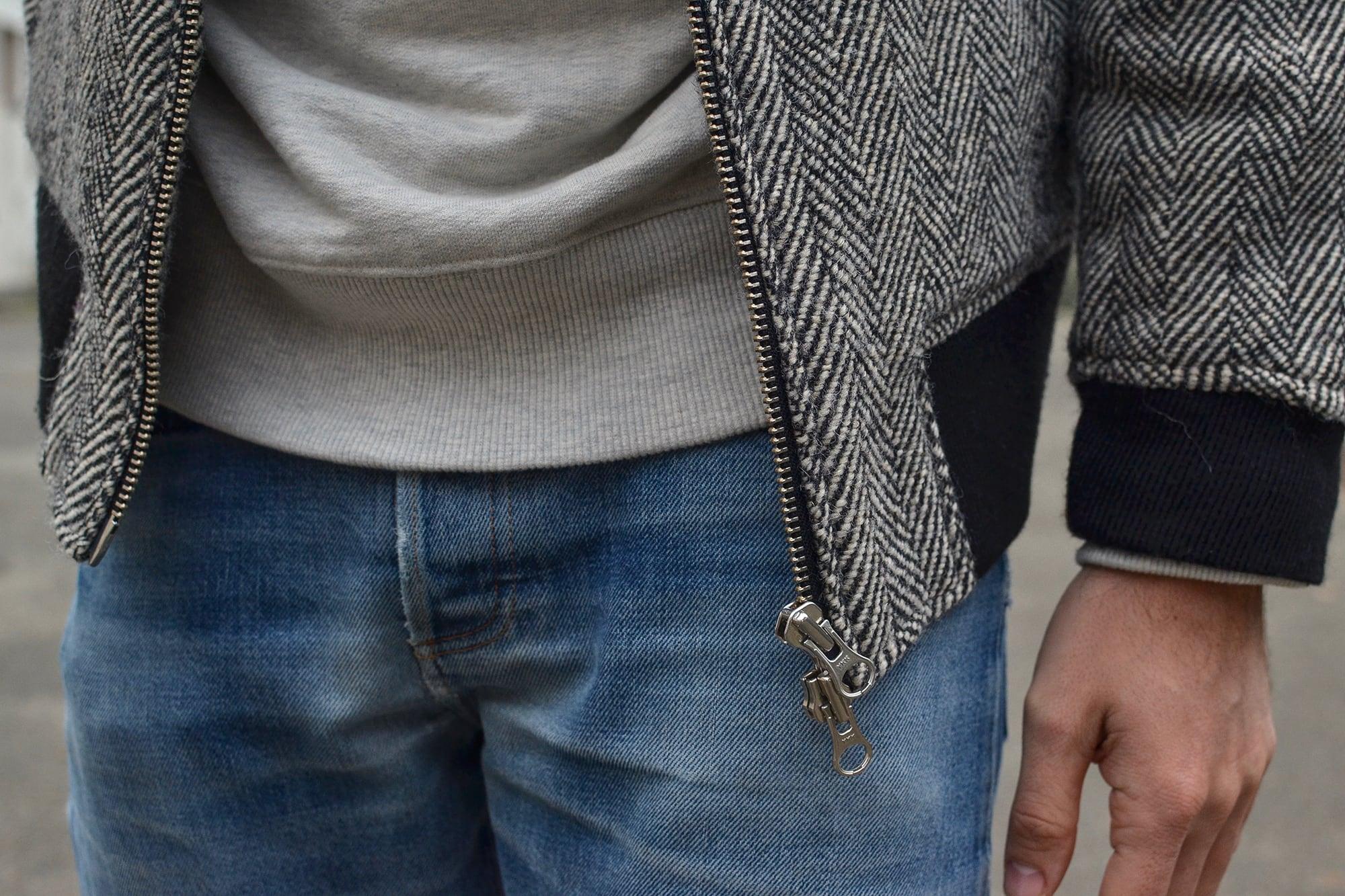 comment Porter un blouson ou manteau à chevrons en laine avec jeans stone wash et sweat vintage gris