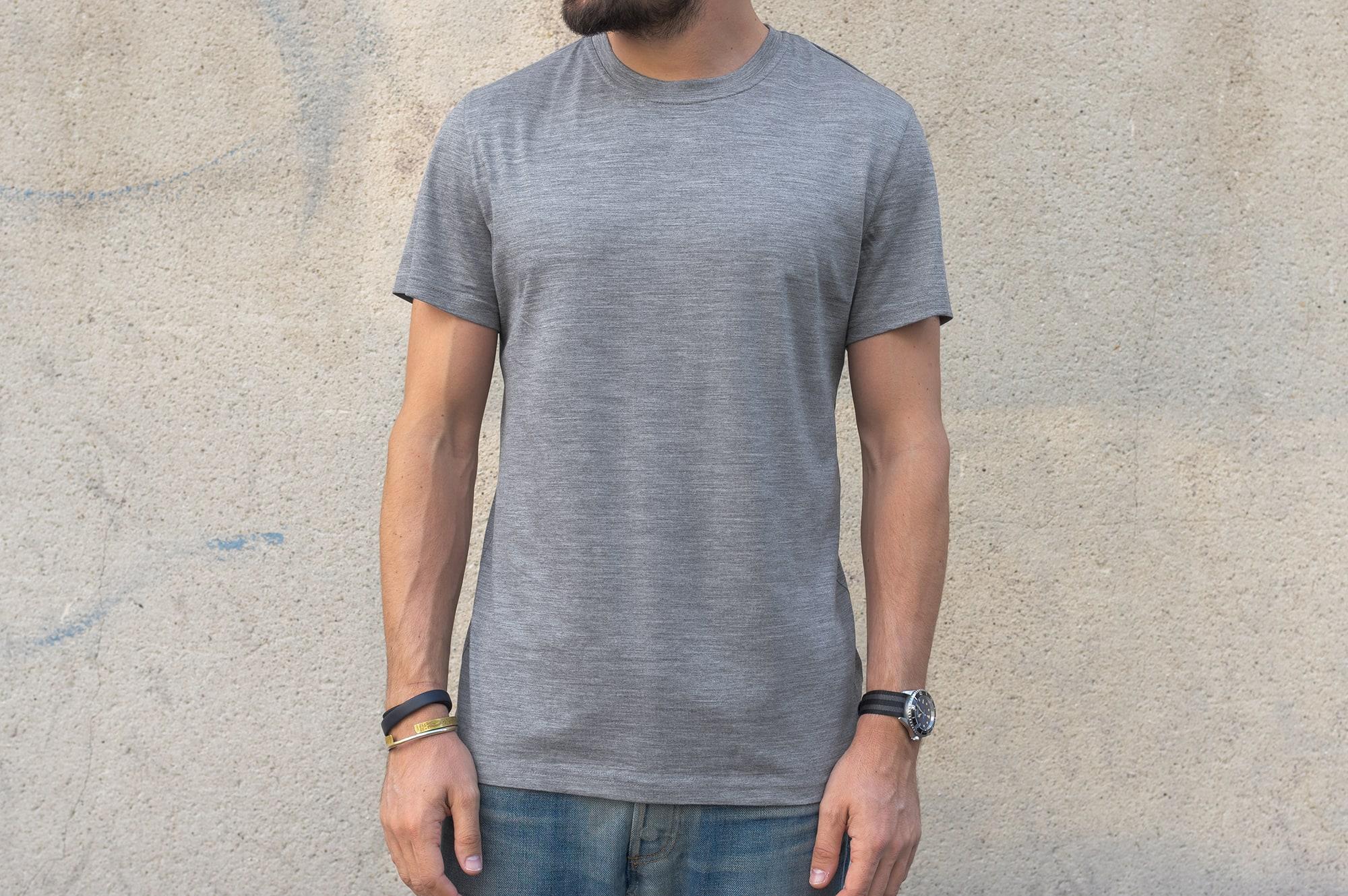 conseil style homme masculin avec un tee shirt en laine mérinos de la marque benî confortable chaud et régulant