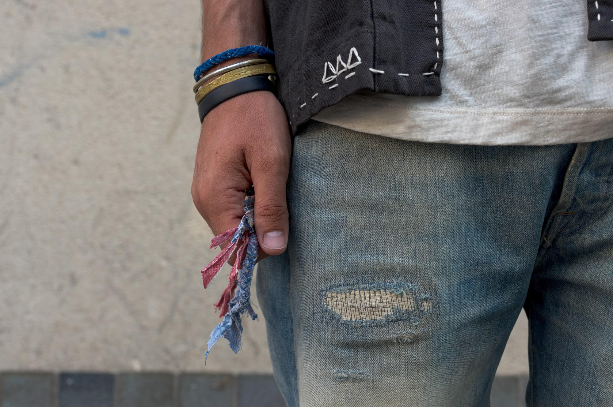 Bracelet borali en tissus tressés inspiré par les collier upcycling, des bijoux et accessoires pour homme