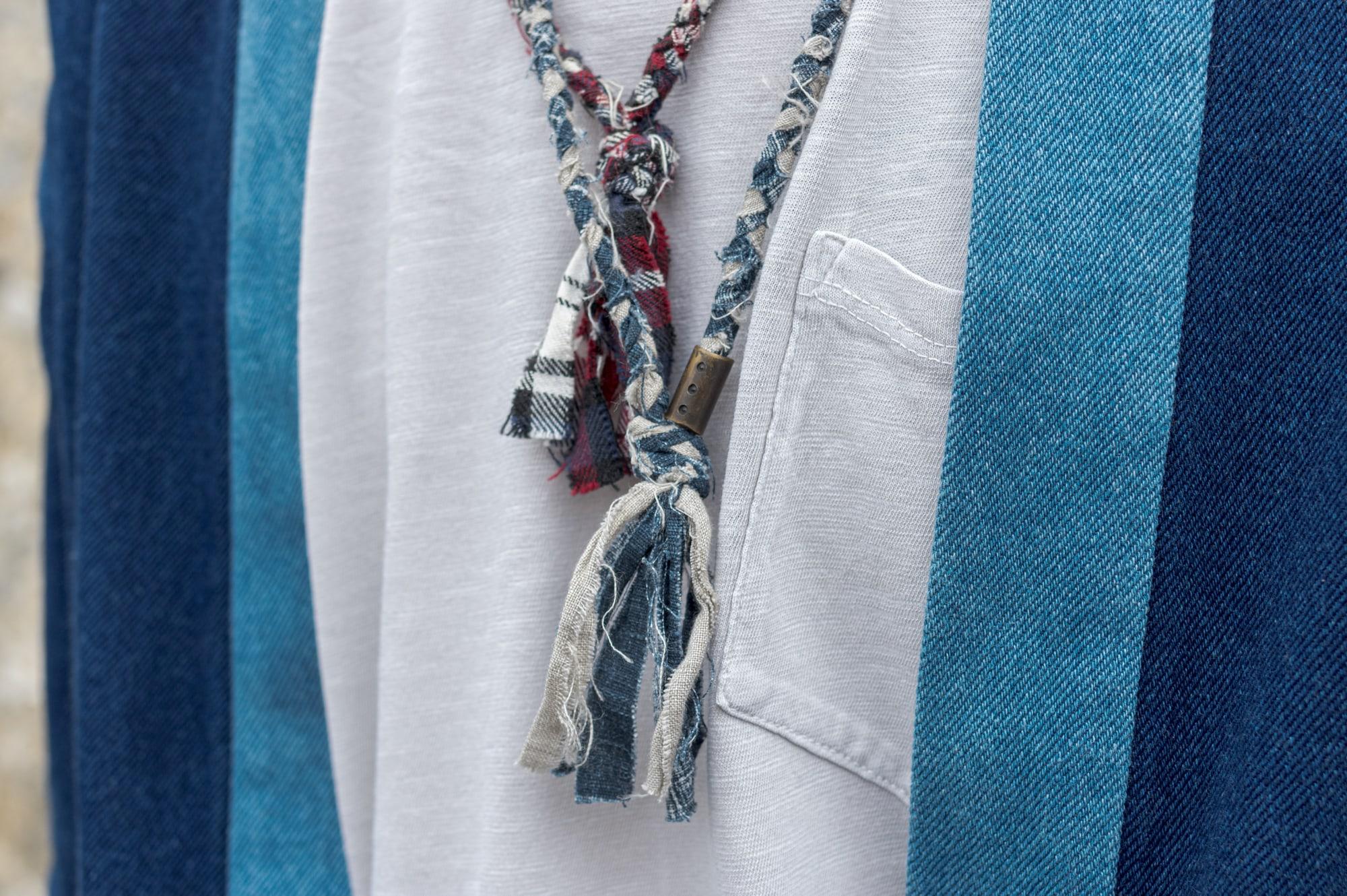 tenue style street heritage workwear d'inspiration japonaise avec une noragi Borali, un tee Gustin, un jean pure blue japan et des german army trainers de chez adidas et un collier tressé pour homme Borali