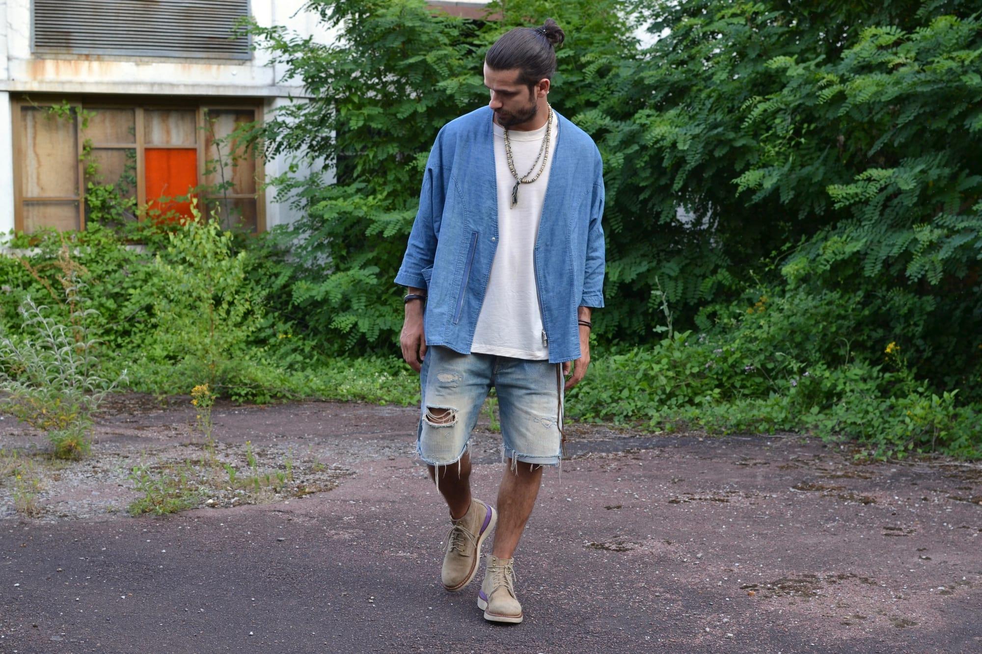 Tenue idée homme noragi dans un style street heritage workwear avec coupe loose et des boots virgil Visvim et un short en denim levi's vintage clothing