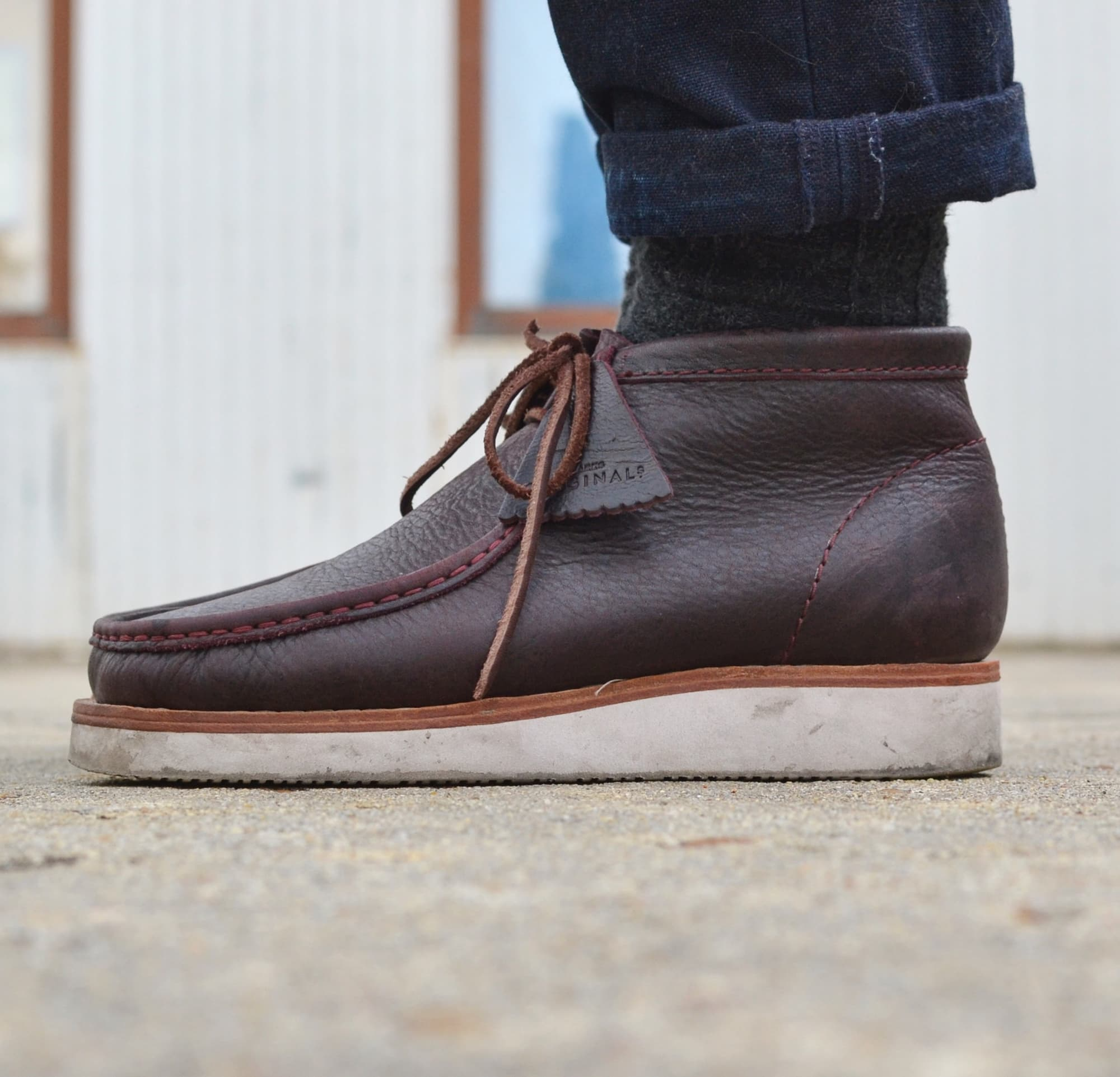 comment porter des Clarks wallabee hike boots burgondy leather & vibram soles
