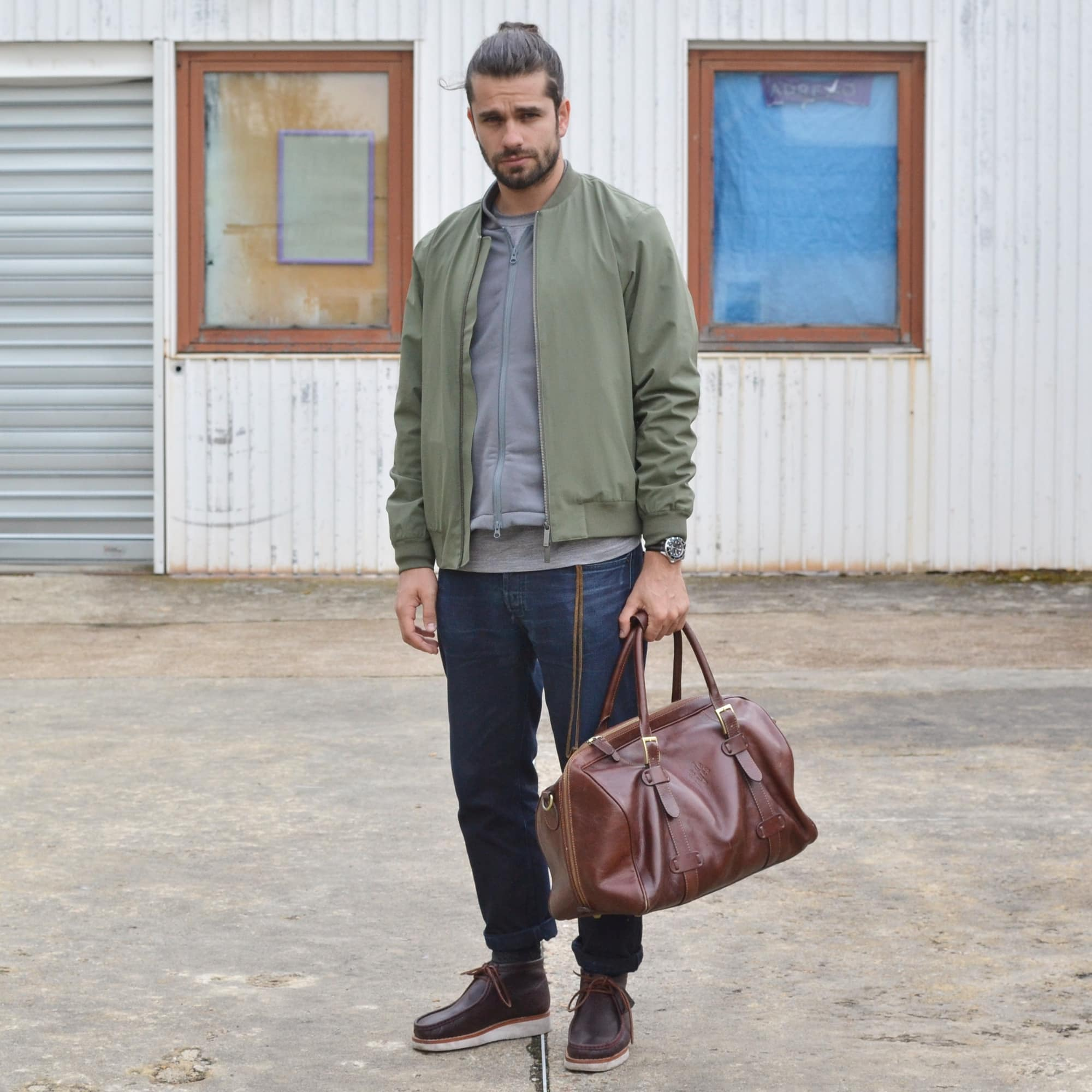 NN07 for Frenchtrotters bomber - Bonne Gueule bomber & pants - Benî tee - Clarks shoes - Frères de voyages heritage bag