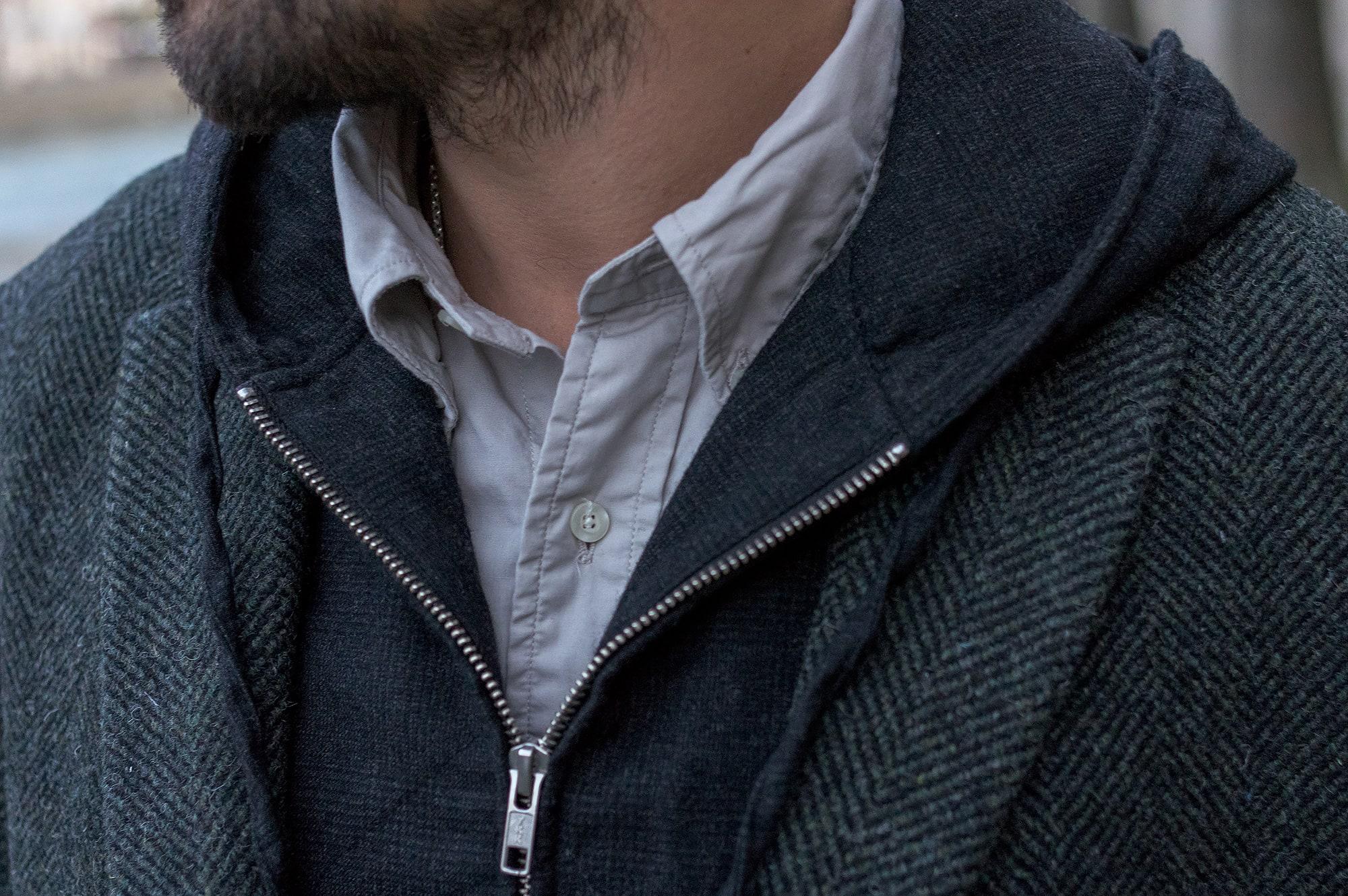 tenue style street heritage homme avec manteau drapeau noir en laine à chevrons et gilet engineered garments et chemise woolrich woolen mills by daiki suzuki et un jean phi denim tapered iki