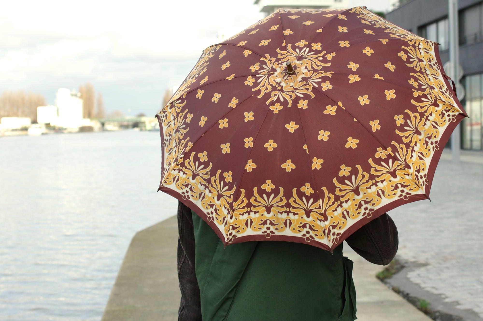 comment choisir et porter un paraplui dans un style masculin hommele choix du vintage et petit format