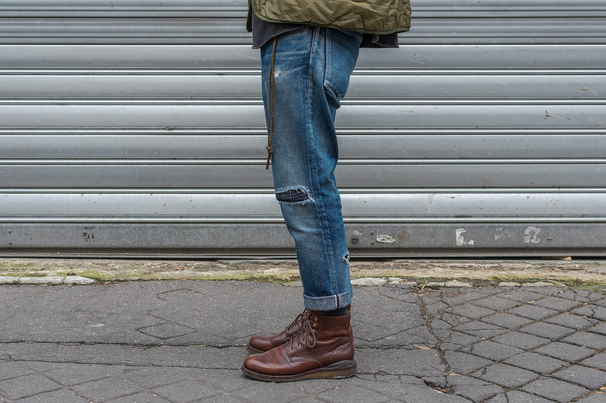 un exemple de coupe de jean relax tapered légèrement size-up - conseil mode homme+ visvim virgil boots crepe sole