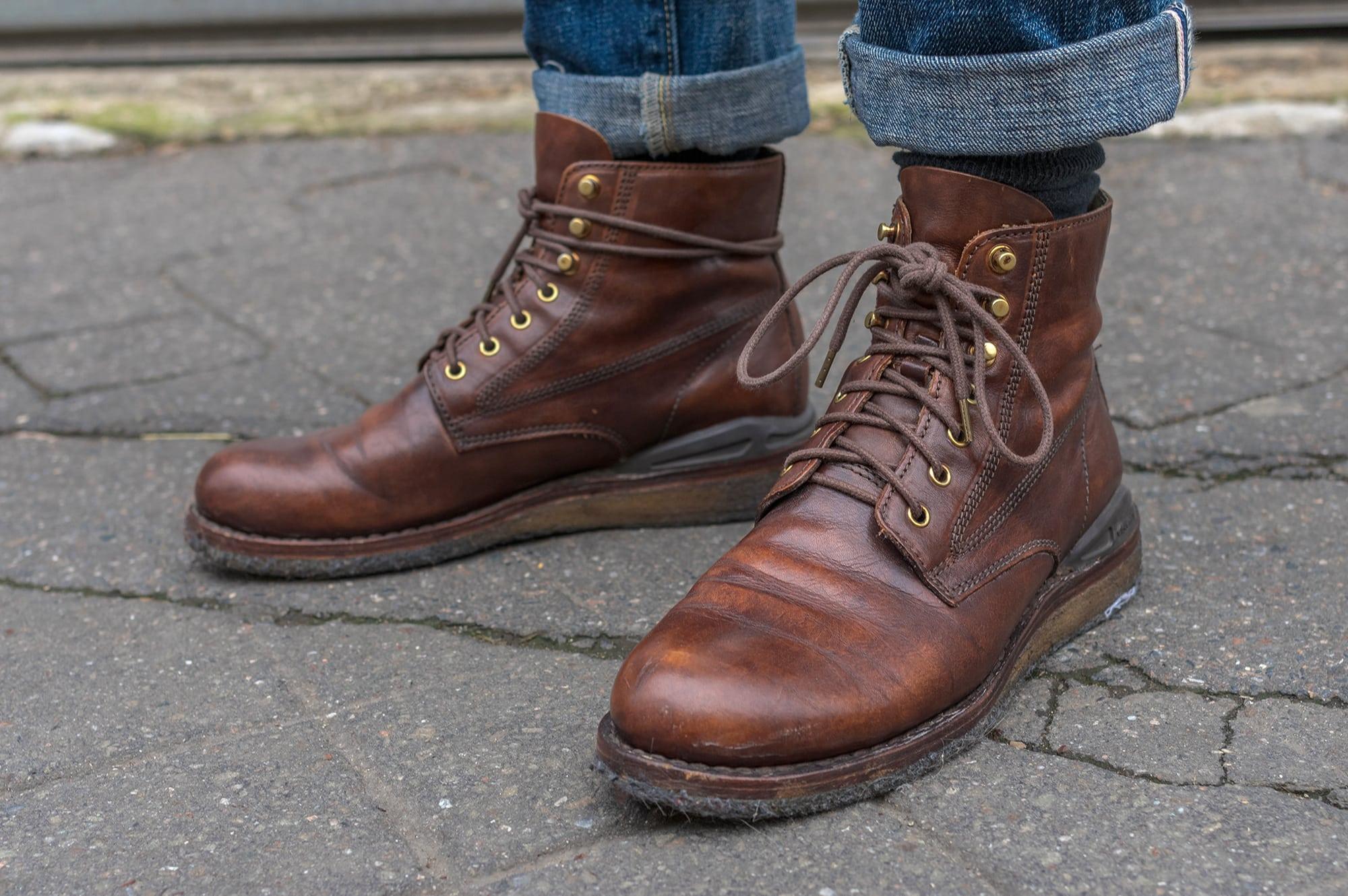 exemple de work boots revisitées par la marque japonaise Visvim et son modèle virgil boots crepe soles