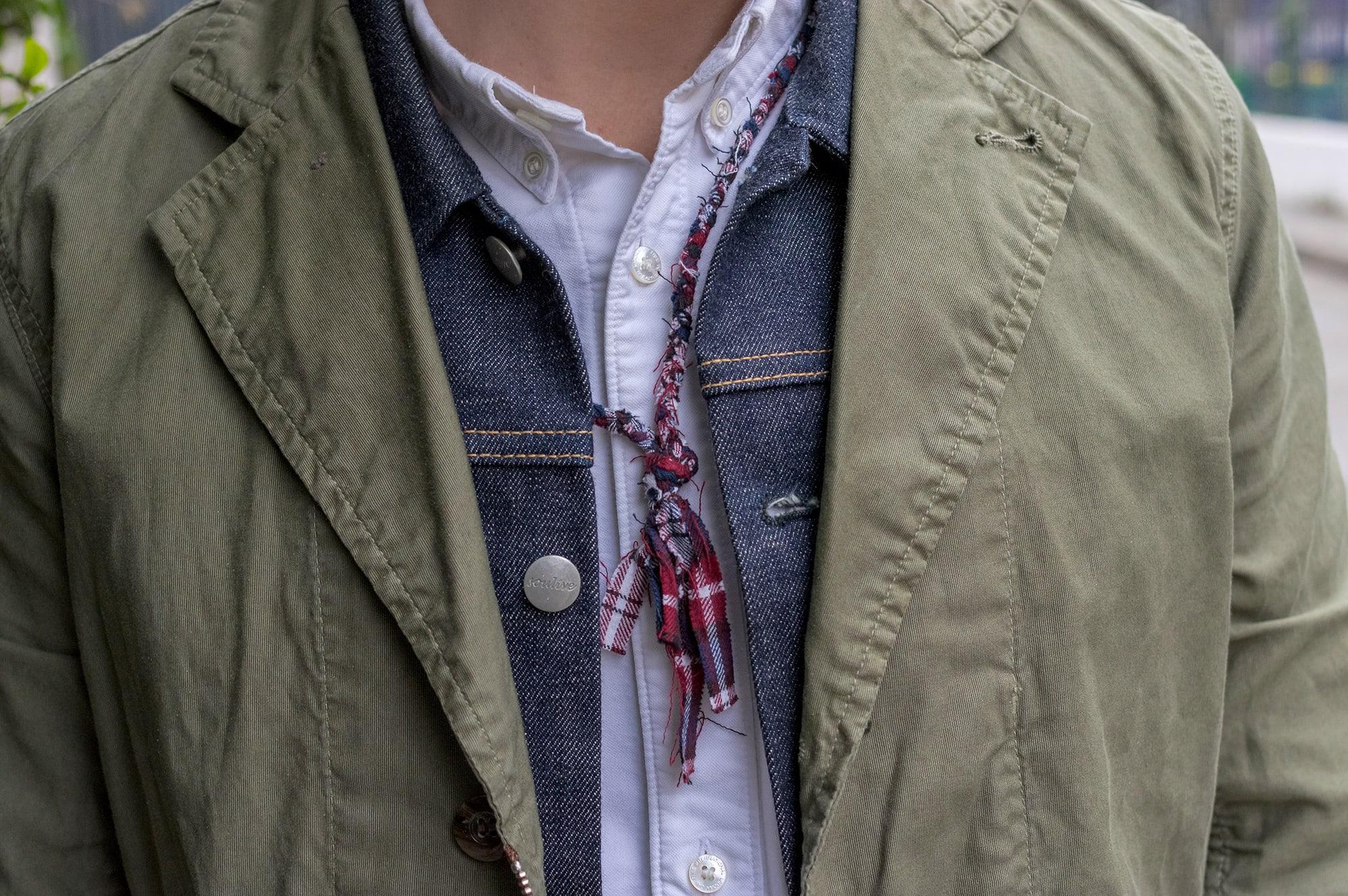 chemise oxford blanche Visvim veste en jean soulive et collier Borali