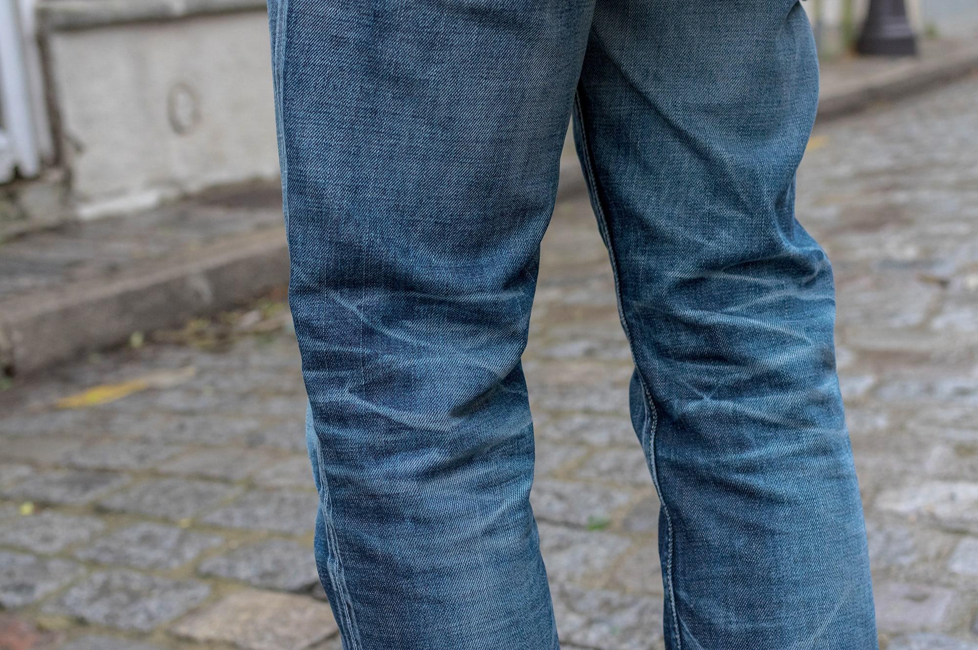 exemple de jean brut bien délavé avec patine - visvim fluxus denim 03 NW python patch
