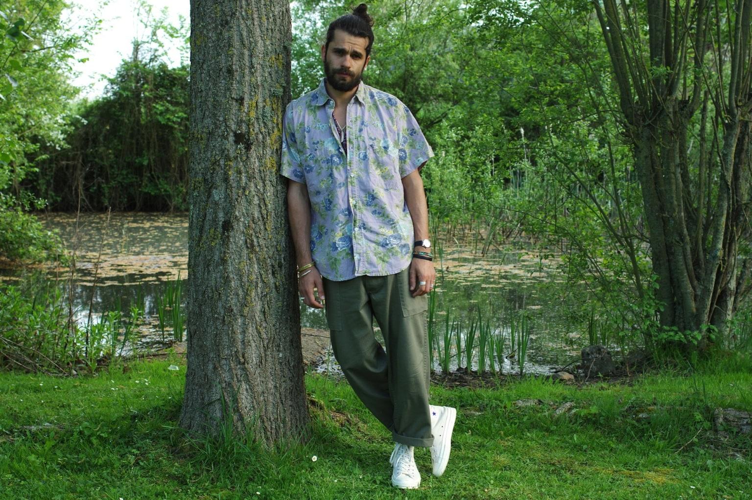 chemisette chemise manches courtes à fleurs et comment porter un cargo pant arashi denim monkey pants HBT idée look converse ct70