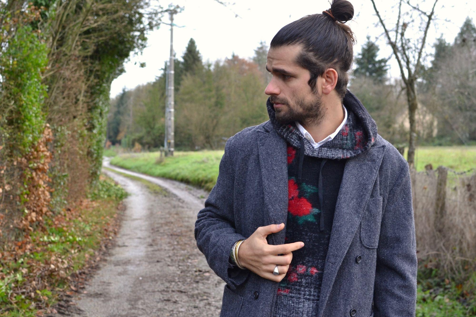 look homme et conseil en layering avec une veste croisée en laine et un interliner engineered garments à motif floral