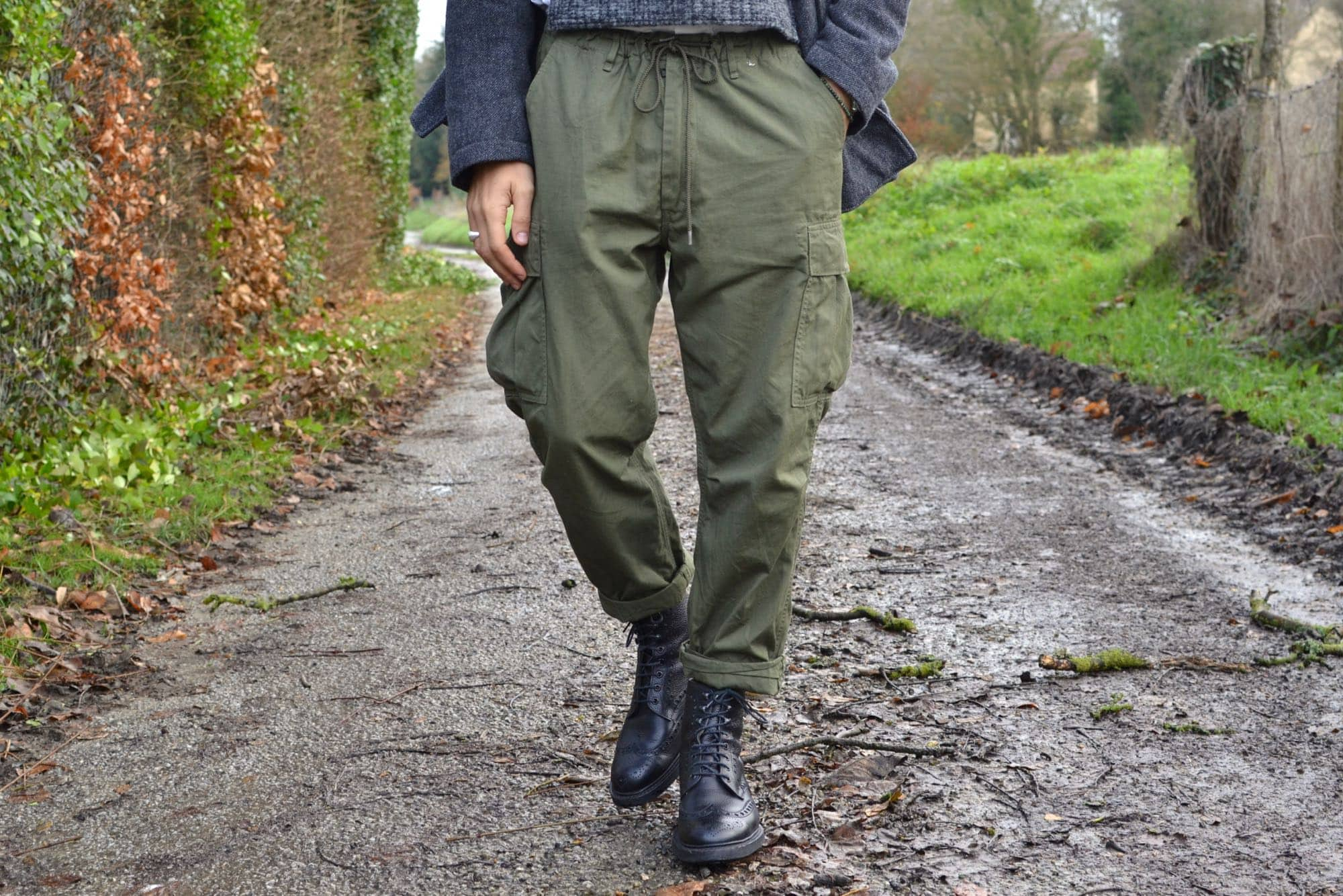 look-homme-comment-porter-cargo-pantalon-Orslow-easy-pants-special-od-kafka-country-boots-cheaney - 1