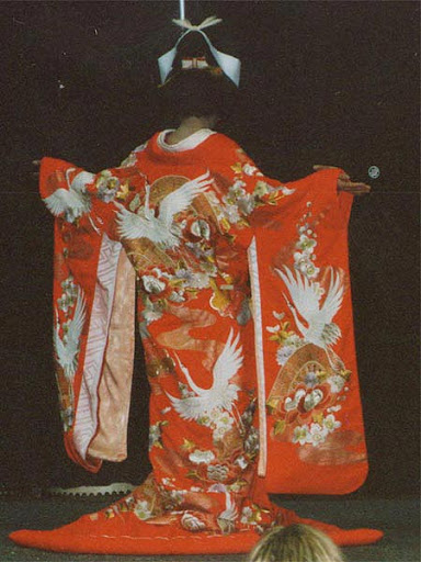 tenue en kimono furisode traditionnel