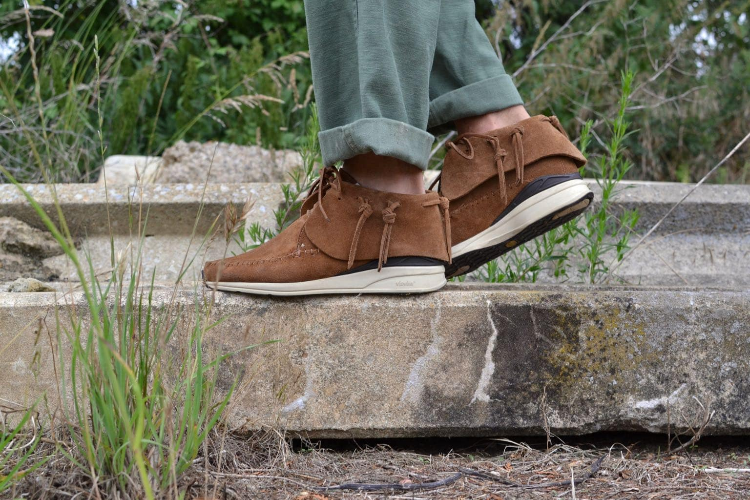 sneakers d'inspiration amérindiennes - look homme été - Visvim FBT suede leather