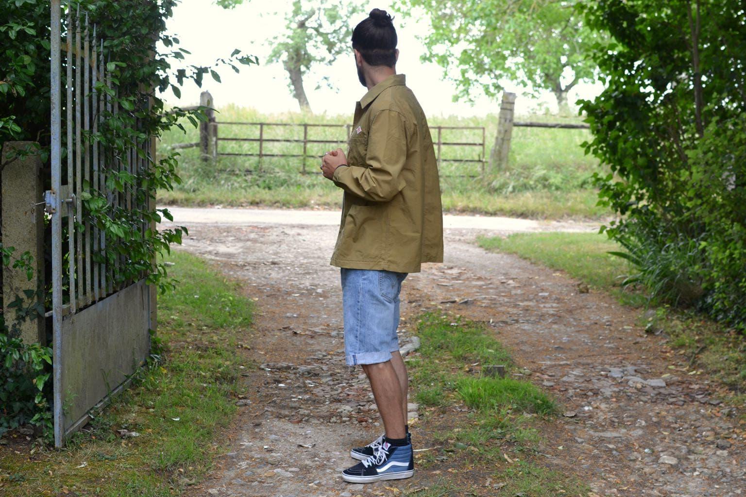 comment porter une coach jacket dans un petit style pour homme l'été