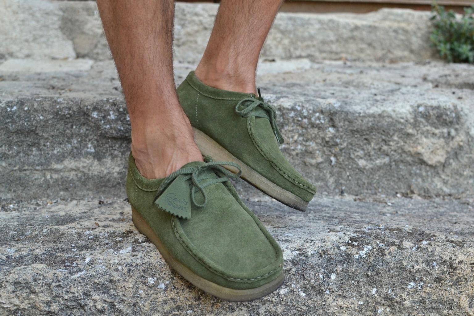 comment porter des clarks wallabee dans un style homme casual workwear en été
