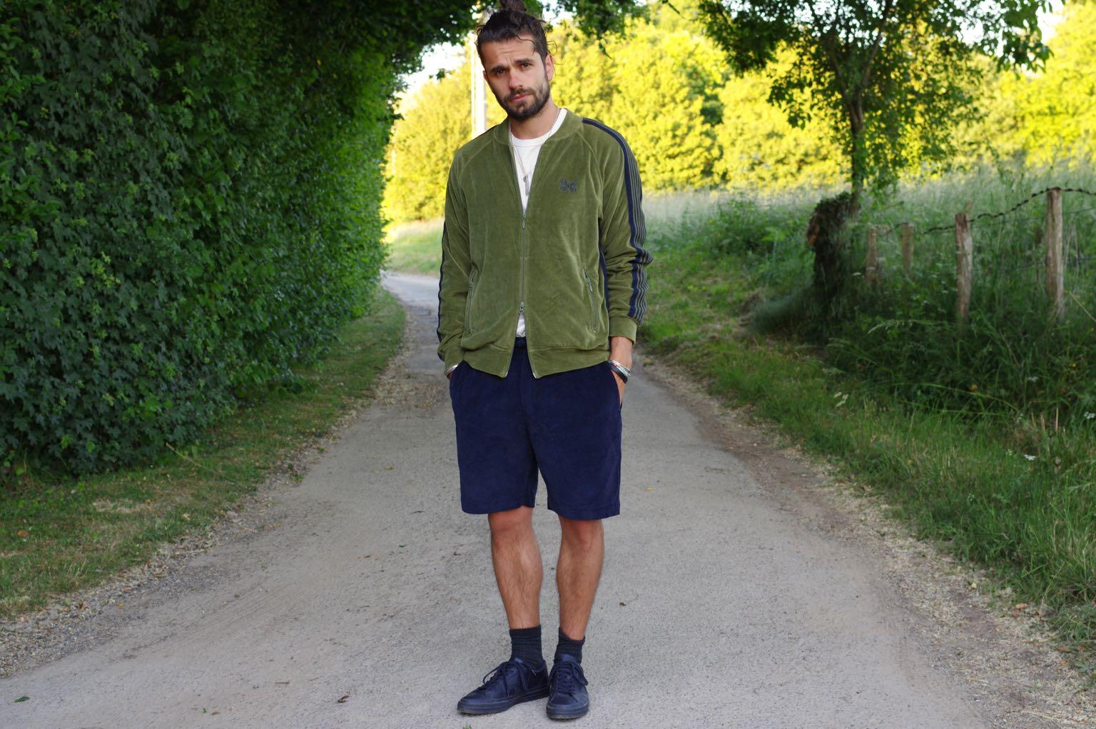 comment porter du velours en été et des vestes de jogging style homme - needles track jacket - kestin iverness short