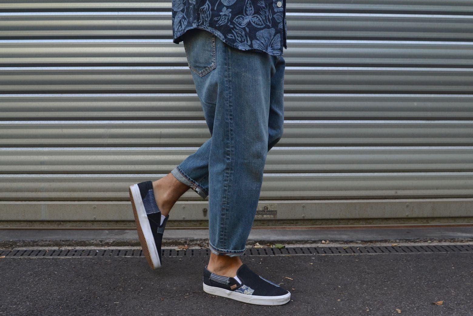 comment porter des vans slip-on dans un style homme denim jean bleach coupe tapered l'été