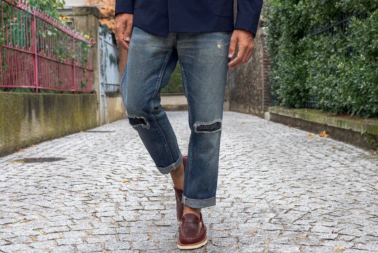 comment porter un jean coupe tapered - patchwork denim et yuketen penny loafers