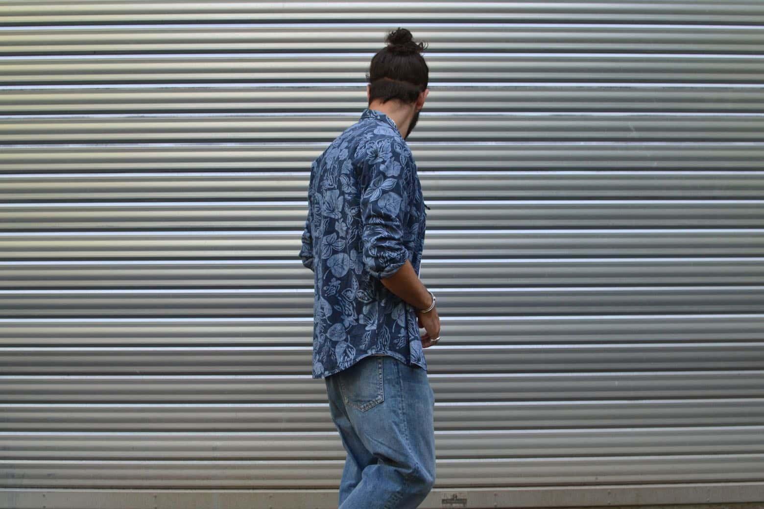 idée de look avec jean bleach coupe tapered une chemise en chambrau Our Legacy floral shirt