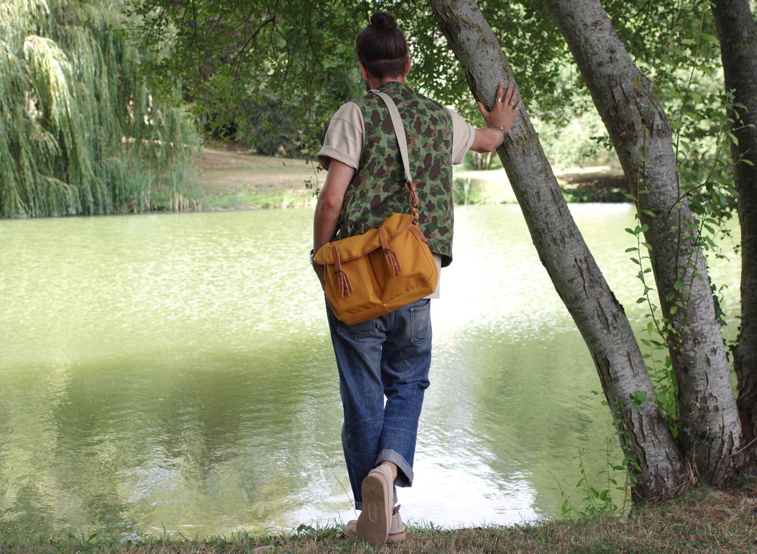 ide tenue workwear homme hinting vest Arashi denim gilet de chasse yuketen ring moc et musette du pêcheur bleu de chauffe
