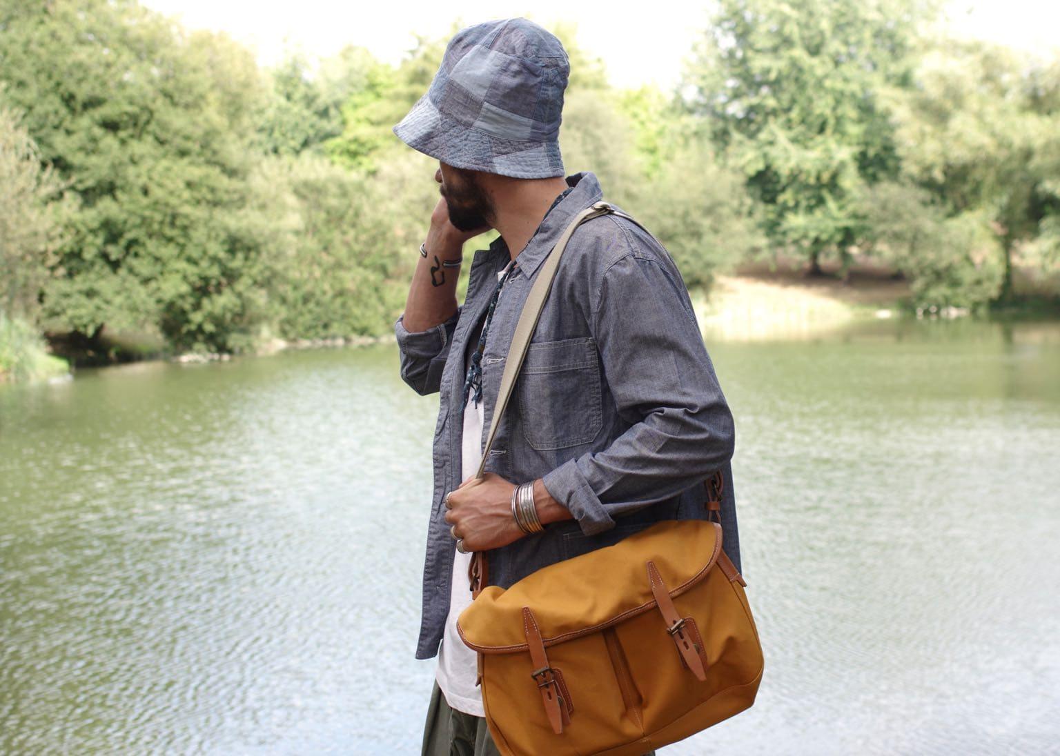 engineered garments bucket hat et musette du pêcheur besace sac workwear