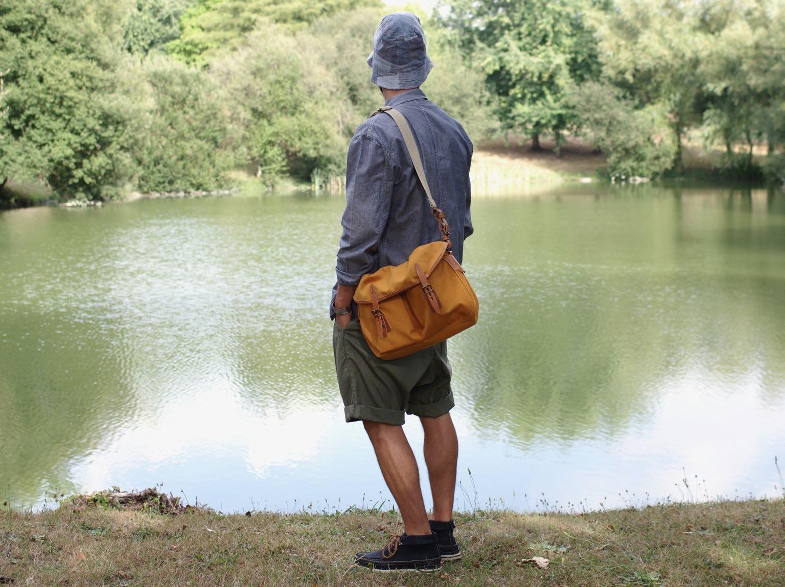 look workwear été homme - visvim voyager moc enginnered garments bucket hat chambray