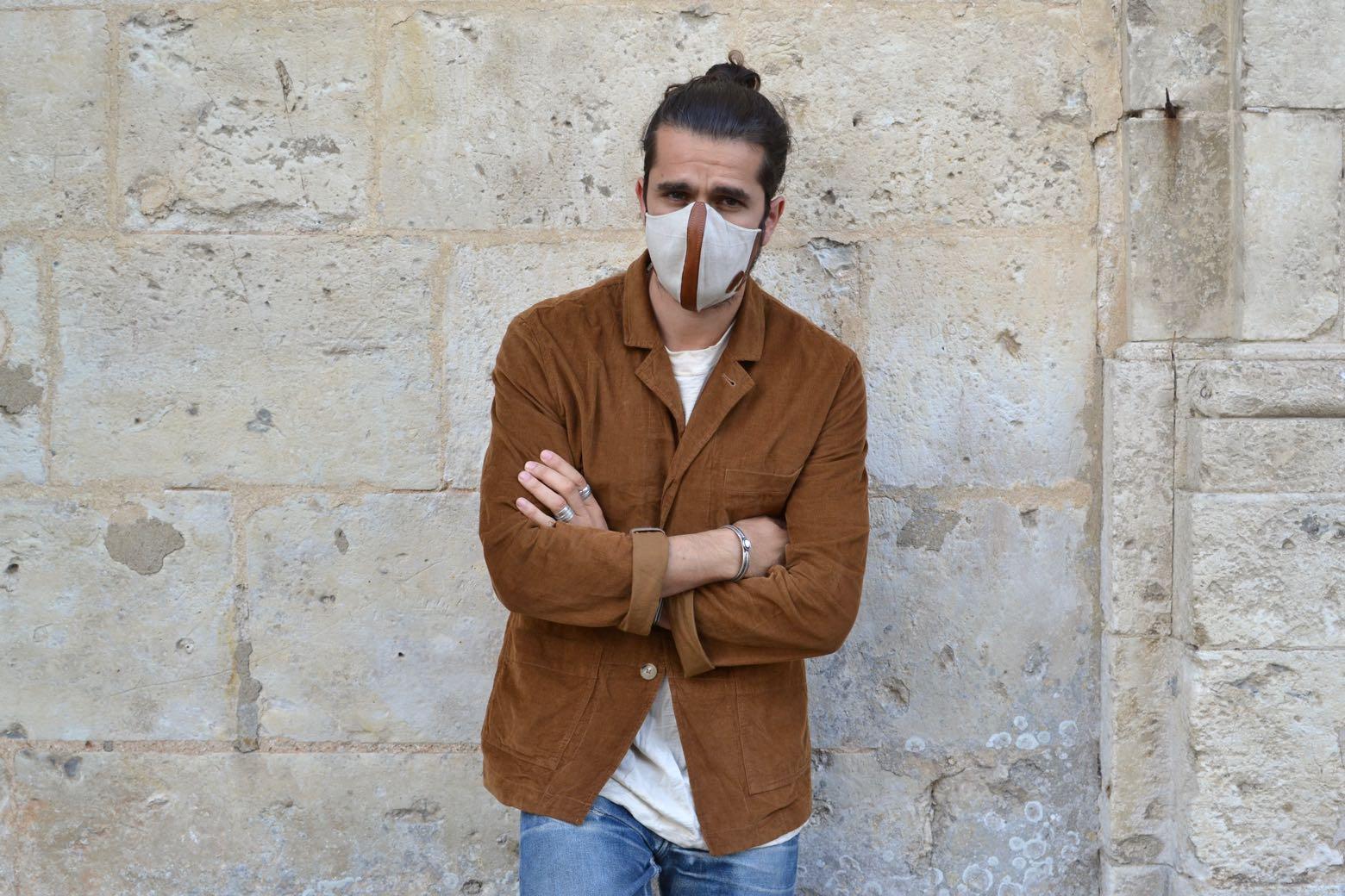 masque covid en lin écru et cuir marron made in france de la marque 5eme generation et blazer workwear kenmore kestin en velours