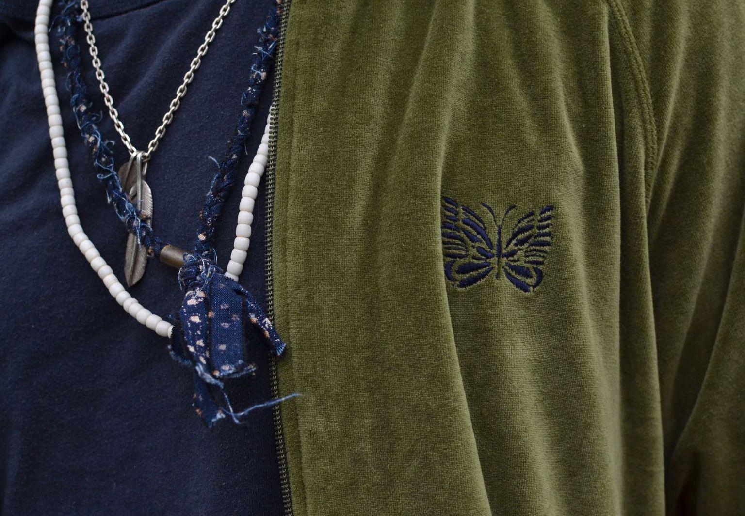 collier en tissu tressé borali, plume en argent First arrows silver feather t-bar chain
