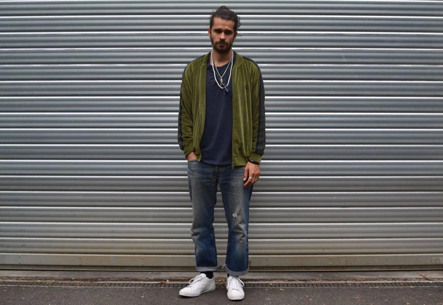 comment porter une veste de survêtement jogging dans un style homme streetwear
