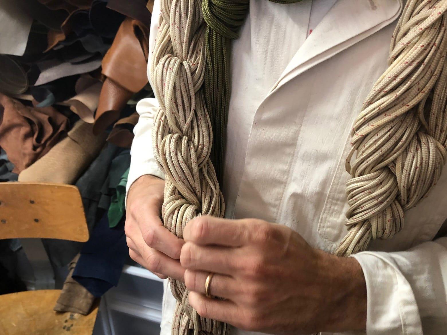 cordelette de parachute trouvée par brute clothing pur les cloches laperruque