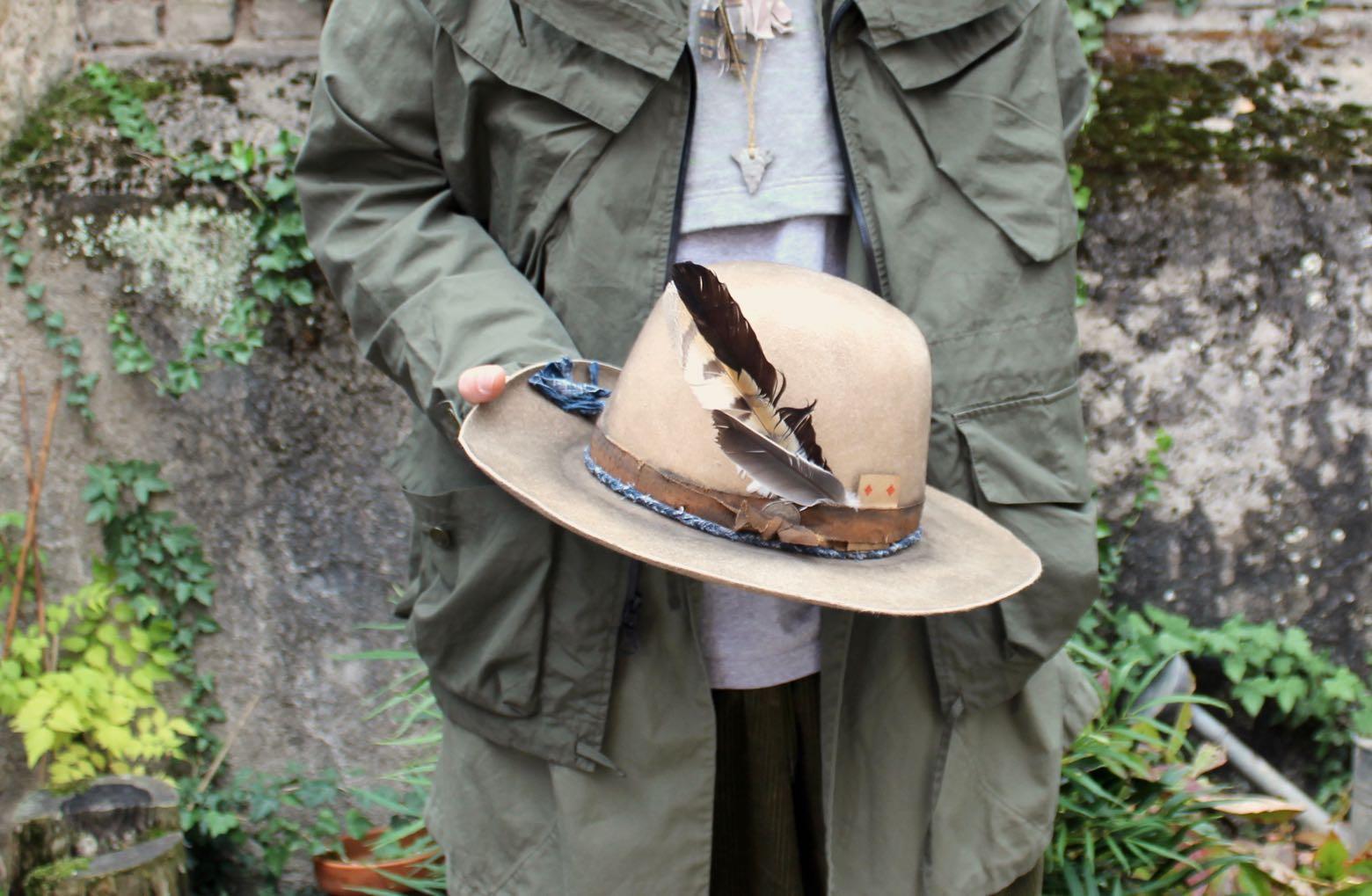 chapeau fait à la main Thibault Van Cauwen patine et collier borali