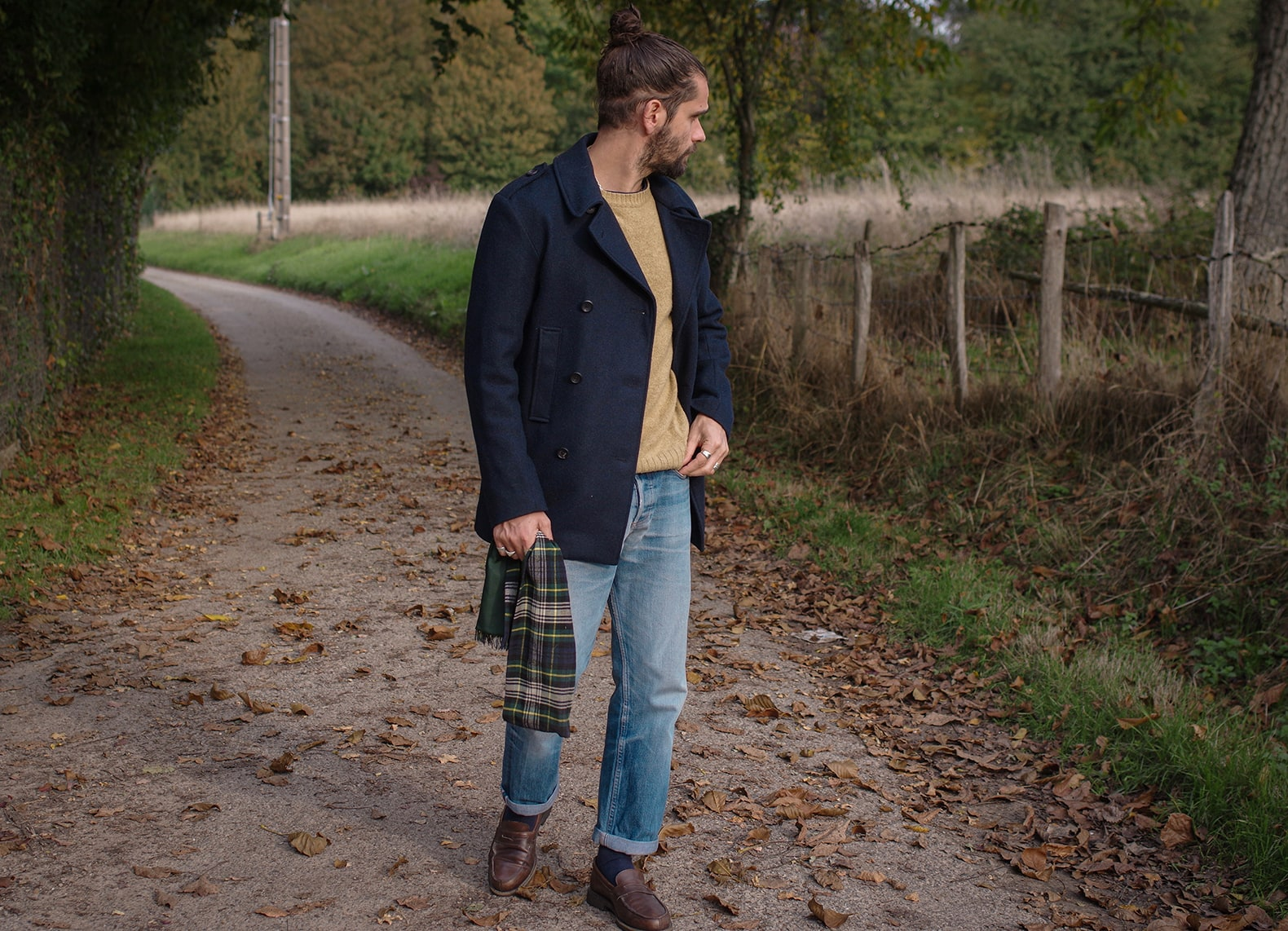 comment porter un caban bleu marine dans une tenue homme idée look
