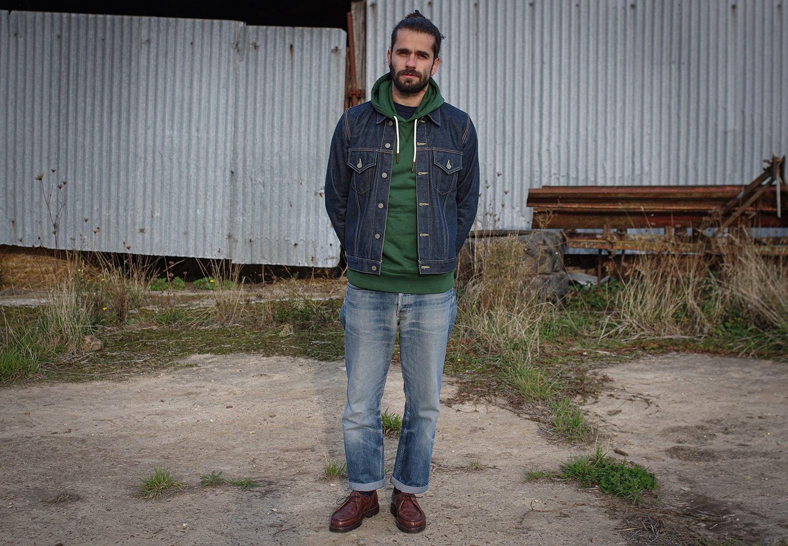 comment porter un sweat à capuche hoodie homme aevc une veste en jean