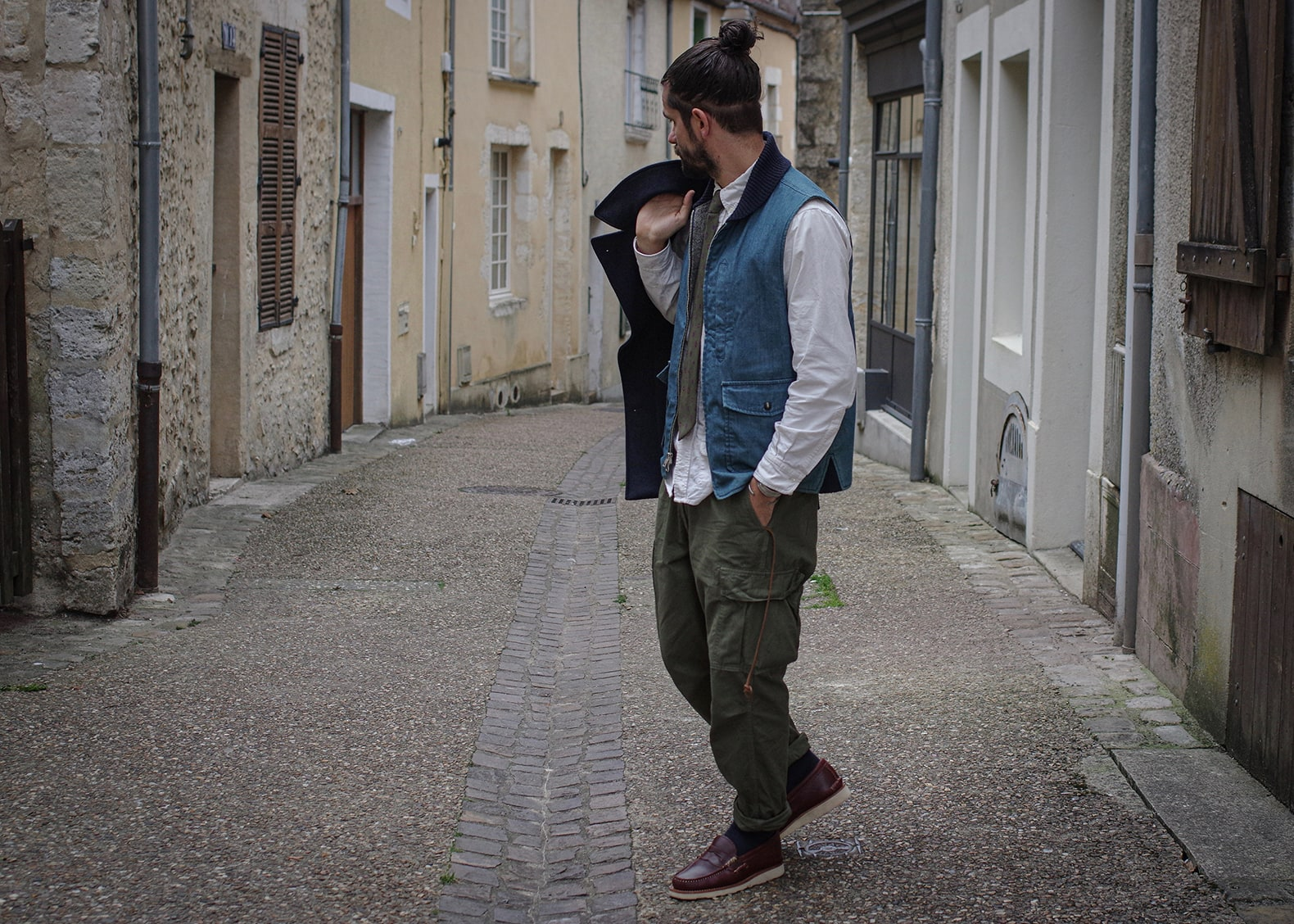 caban bleu homme frenchaholic et gilet engineered garments cravate layering