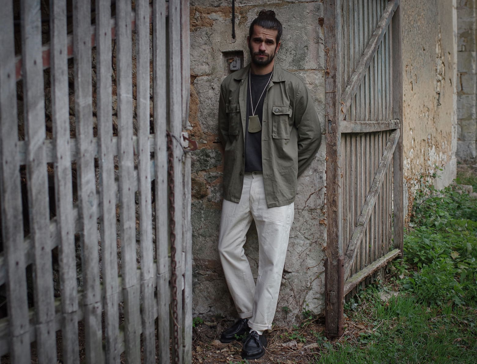 comment porter un jean blanc style homme - laperruque x brut porte-clé cloche