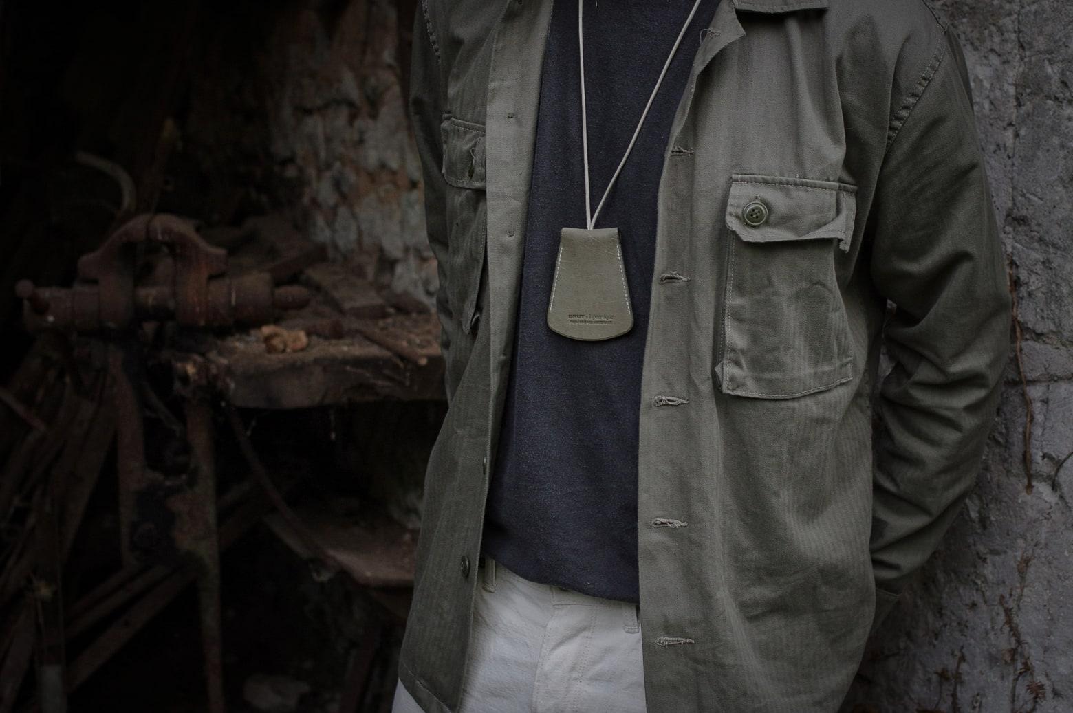 chemise ciso HBT Arashi denim - cloche porté-clé laperruque x brut - tenue pantlaon blanc