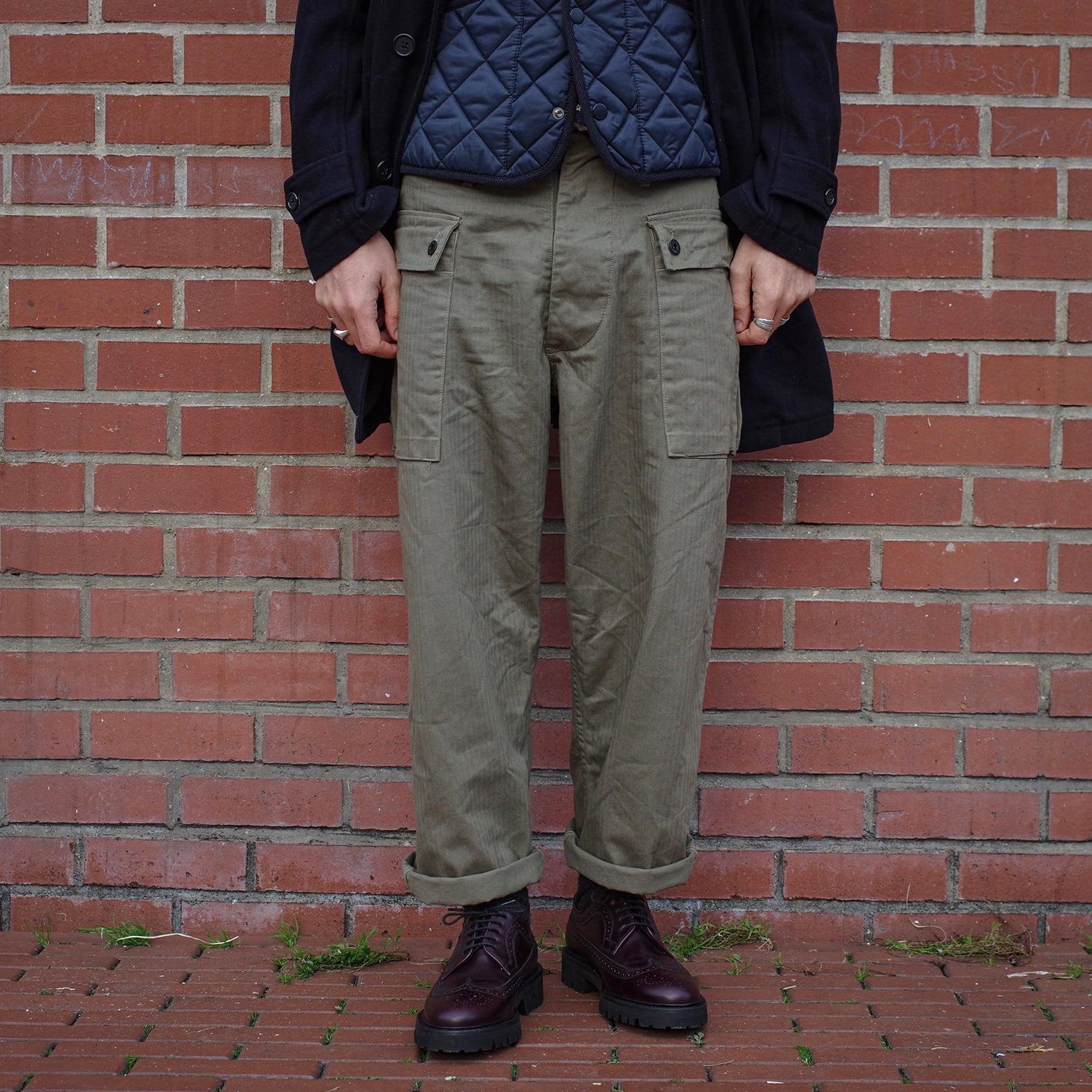 idée de tenue workwear / militaire vintage avec pantalon cargo armée