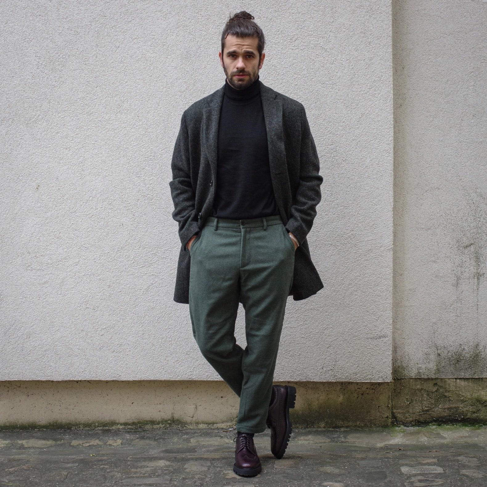 comment porter un pull col roulé noir dans une tenue masculine et élégante