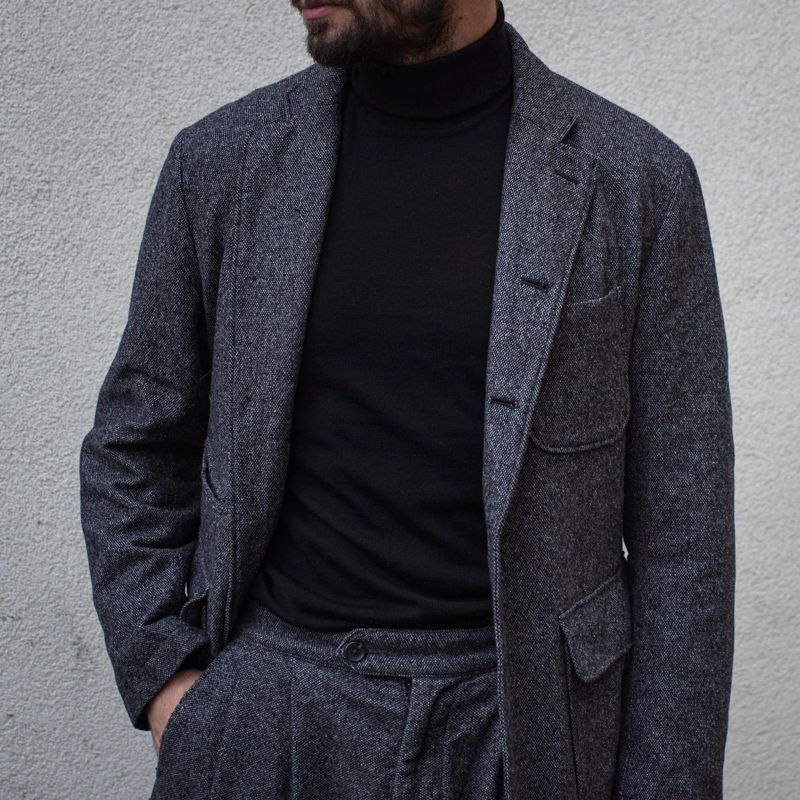choisir veste en tweed homme et pull col roulé noir