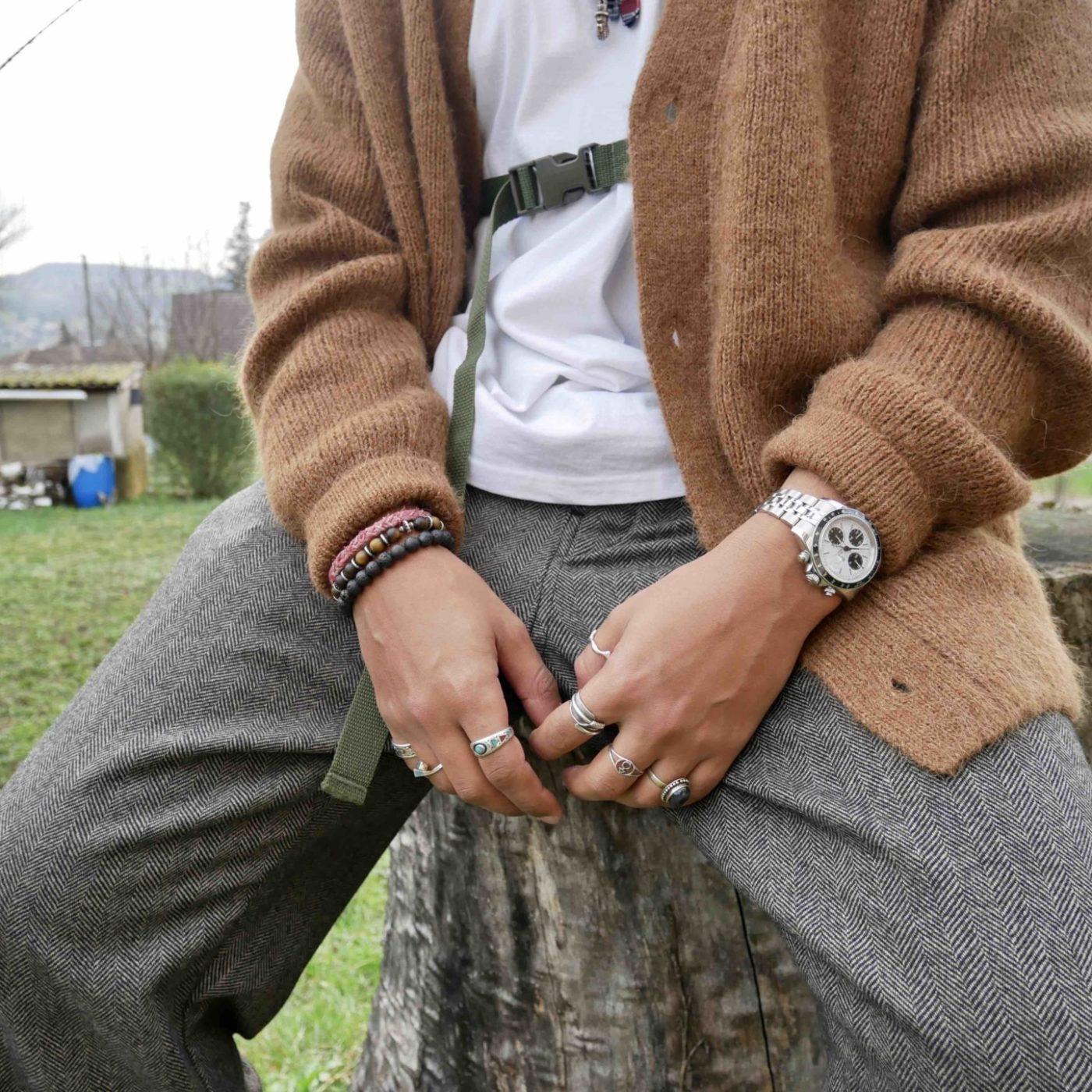 bucket_kaptain_sunshine_cardigan_cos_tee_batoner_pantalon_evan_kinro_clarks_wallabees_beams_4