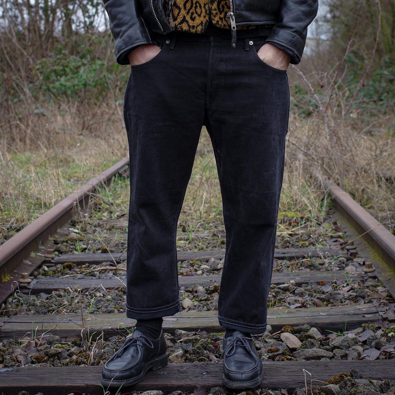 conseil pour porter un jean coupe droite dans une couleur noire