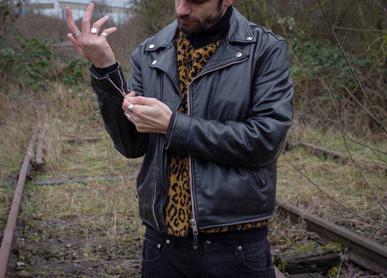 engineered garments over vest leopard et blouson en cuir perfecto Schott