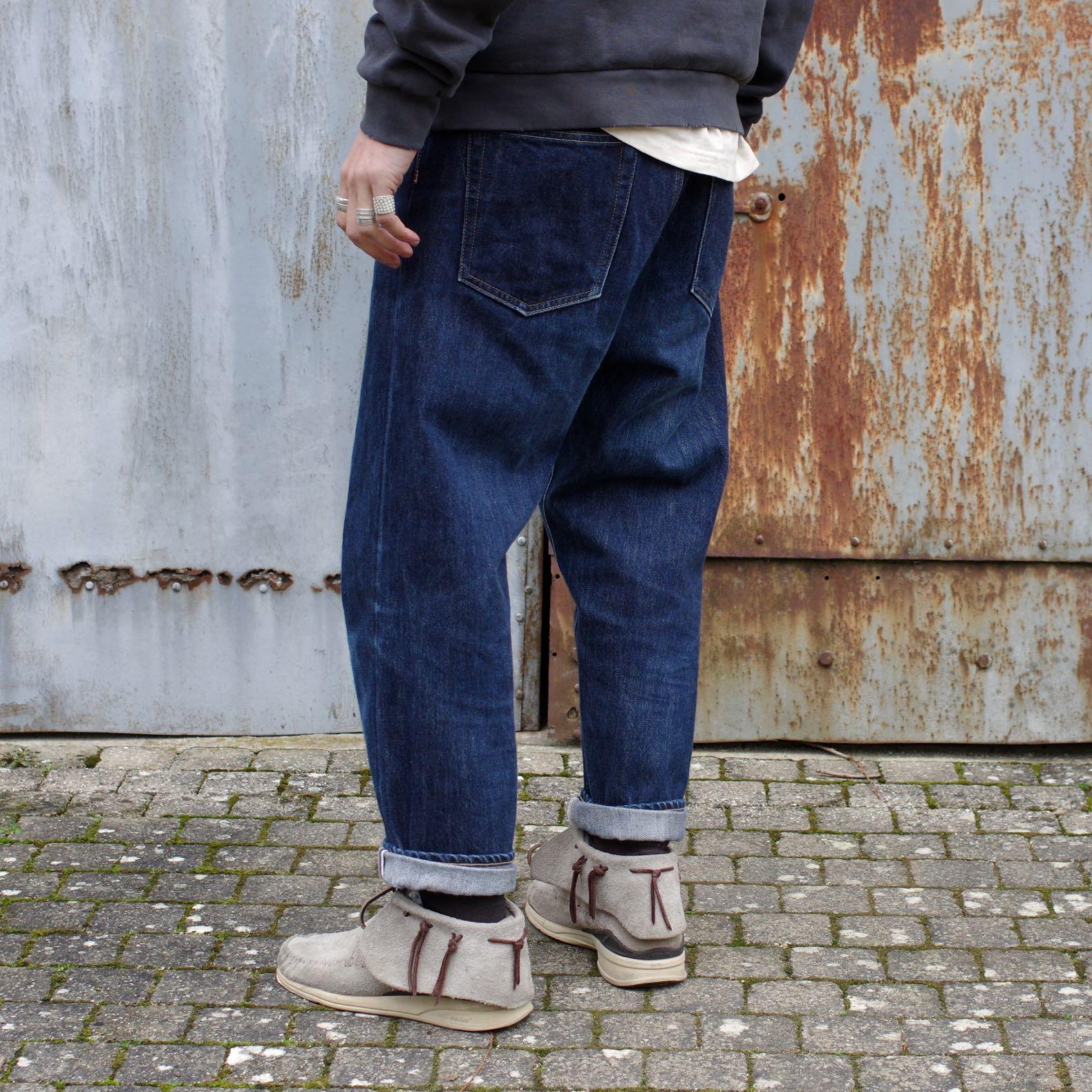 des conseils de style pour homme pour bien porter un jean brut tapered