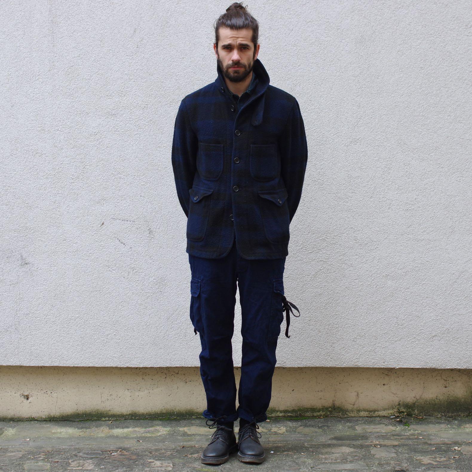 porter du bleu et du noir dans une tenue vêtement homme