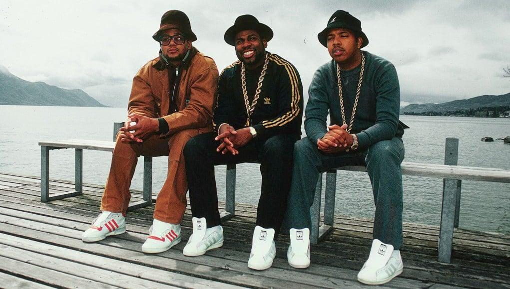 groupe de rap américian run dmc portant des adidas superstar