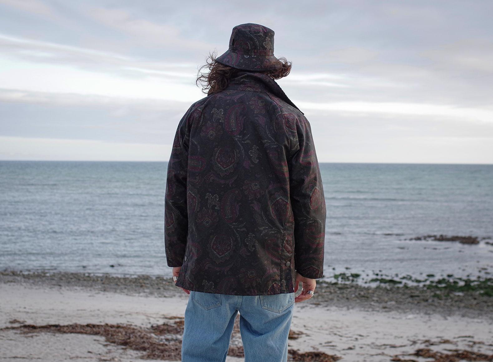 une tenue homme style heritage avec la bedale jacket de barbour en collab avec Noah NYC en motif paisley